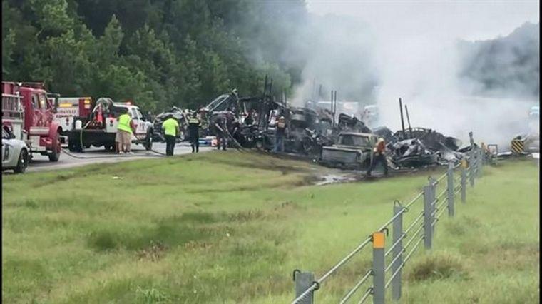 FOTO: Nueve niños y un adulto murieron en un choque múltiple en Alabama.