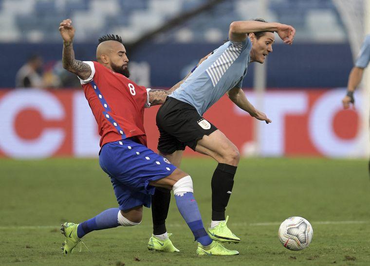 FOTO: Uruguay y Chile, enfrentados este lunes por la tarde por la Copa América