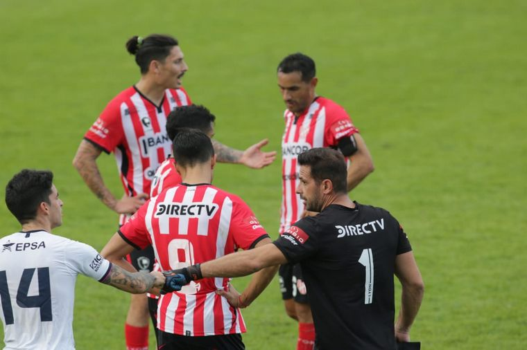 FOTO: Instituto y Brown de Puerto Madryn igualaron 1-1 en Alta Córdoba.