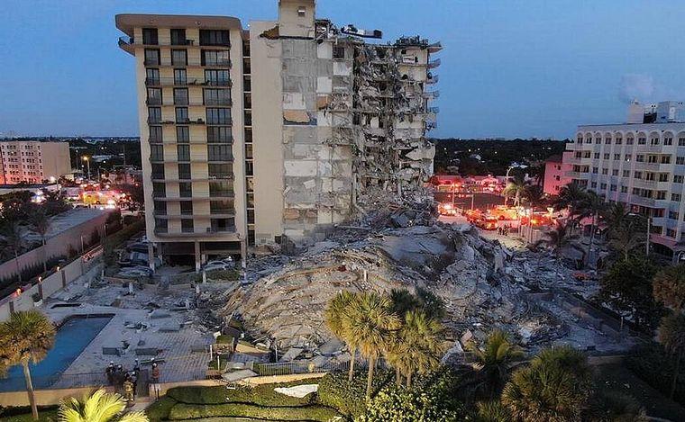 FOTO: Rescatistas continúan trabajando en el derrumbe en Miami