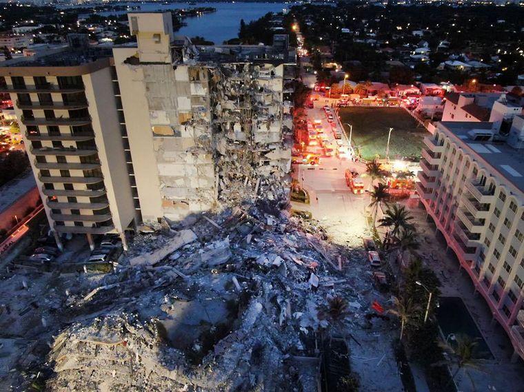 FOTO: Así quedó el edificio ubicado en la avenida Collins 8777, en Surfside.