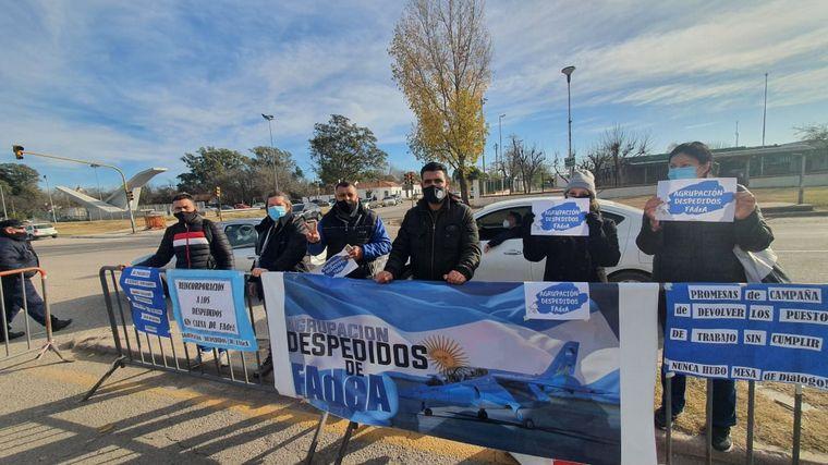 AUDIO: Ex empleados de Fadea, vecinos y productores protestan por la visita del Presidente