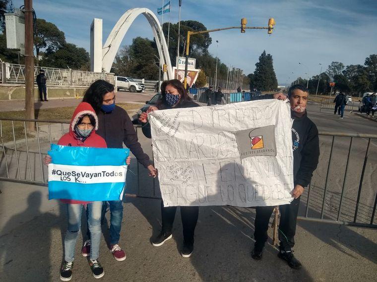 FOTO: Protestas en Fadea por la visita del Presidente