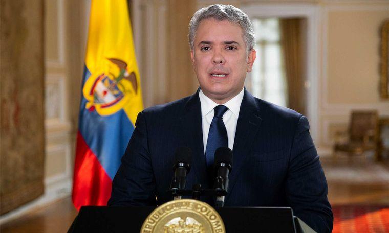 FOTO: Atacaron a balazos el helicóptero en el que viajaba el presidente de Colombia.