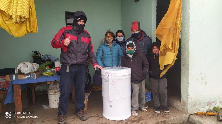 FOTO: Los hermanitos de Paraje La Ventana siguen recibiendo ayuda