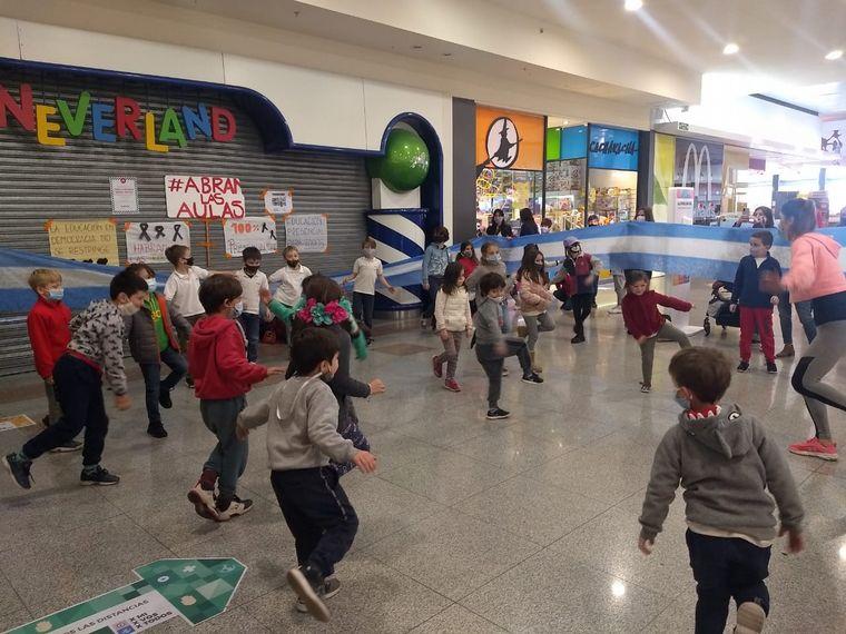 AUDIO: Padres de Córdoba convocan a clases en un shopping para pedir por la presencialidad