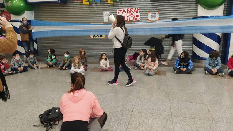 FOTO: La clase se llevó a cabo en el shopping de Villa Cabrera.