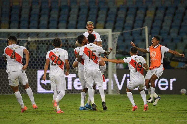FOTO: Perú avanzó a semifinales tras ganarle a Paraguay en penales.