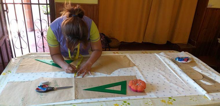AUDIO: Ocho mujeres cambiaron su vida tras formar un grupo textil