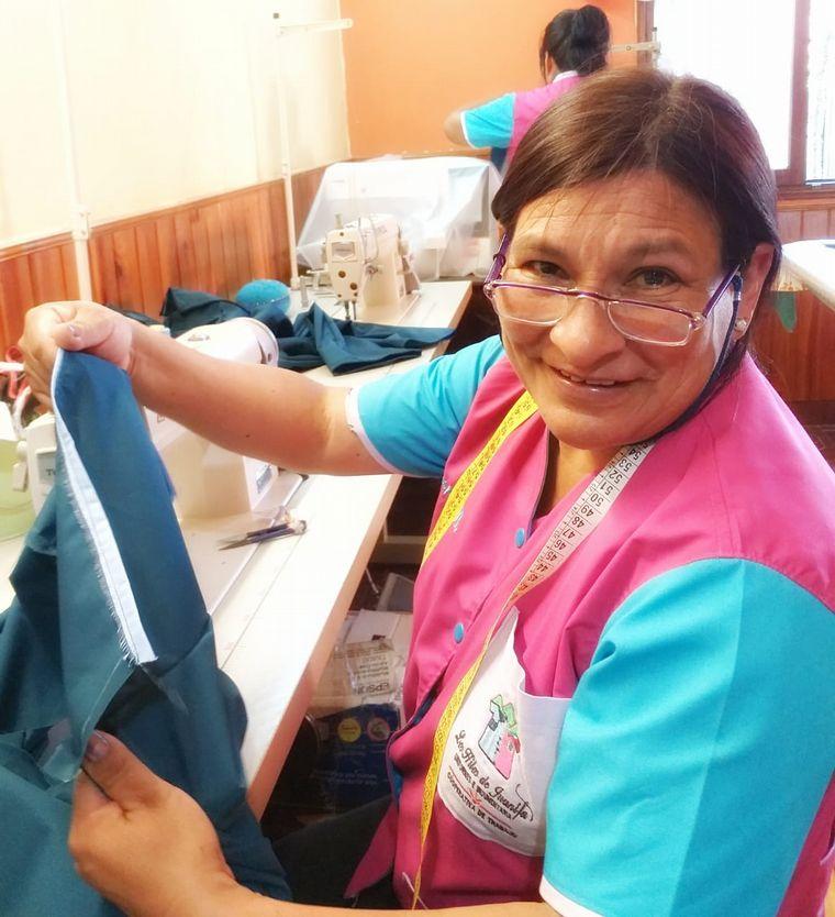 FOTO: Ocho mujeres cambiaron su vida tras formar un grupo textil