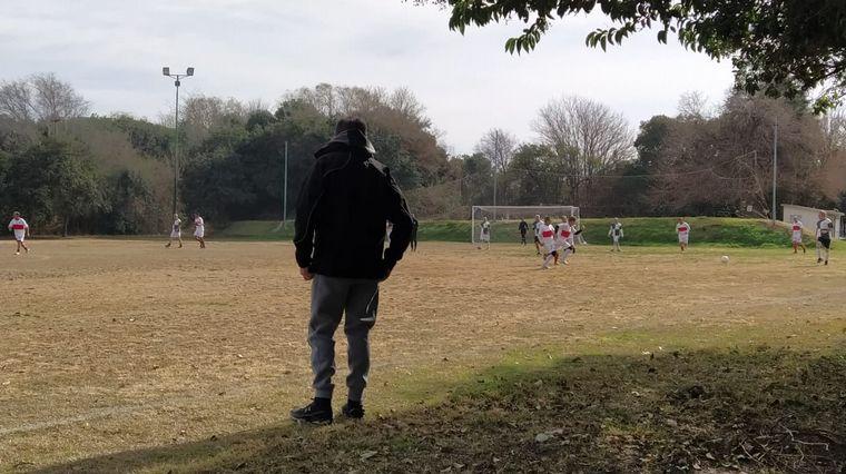 AUDIO: Clausuraron y multaron un predio de fútbol en Córdoba: afirman que estaban entrenando