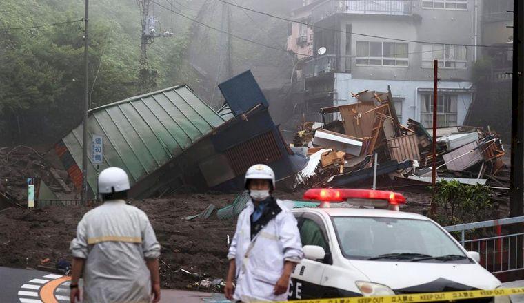 FOTO: Dos muertos y más de 20 desaparecidos en Japón tras un alud