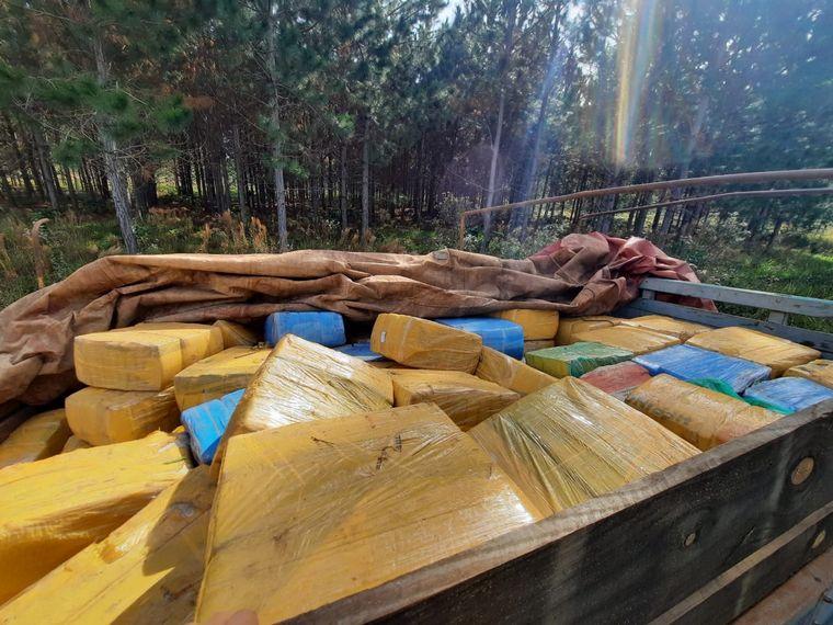 FOTO: Prefectura secuestró un cargamento de más de 5.300 kilos de marihuana