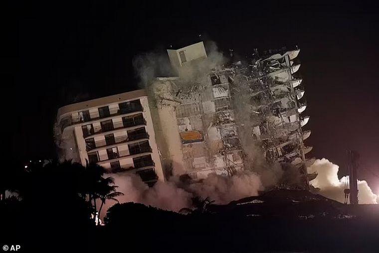 AUDIO: Derribaron la parte en pie del edificio colapsado en Miami