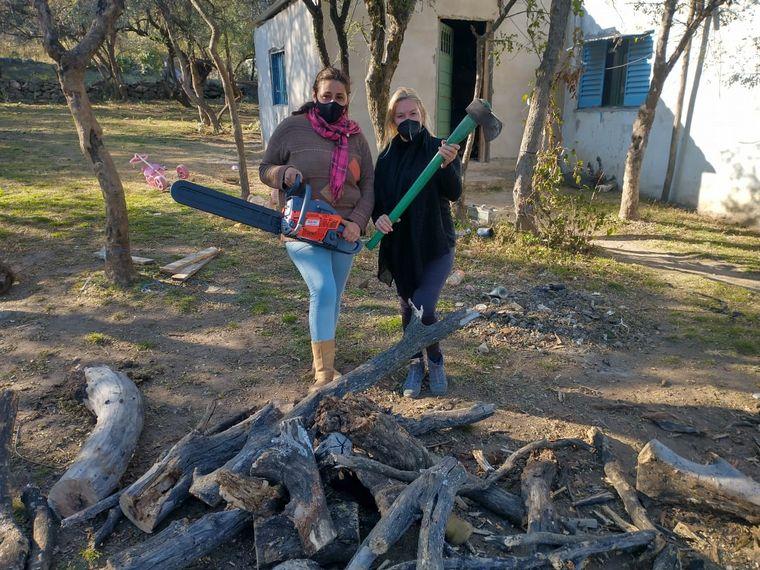 FOTO: Griselda recibió su motosierra y empezará su emprendimiento