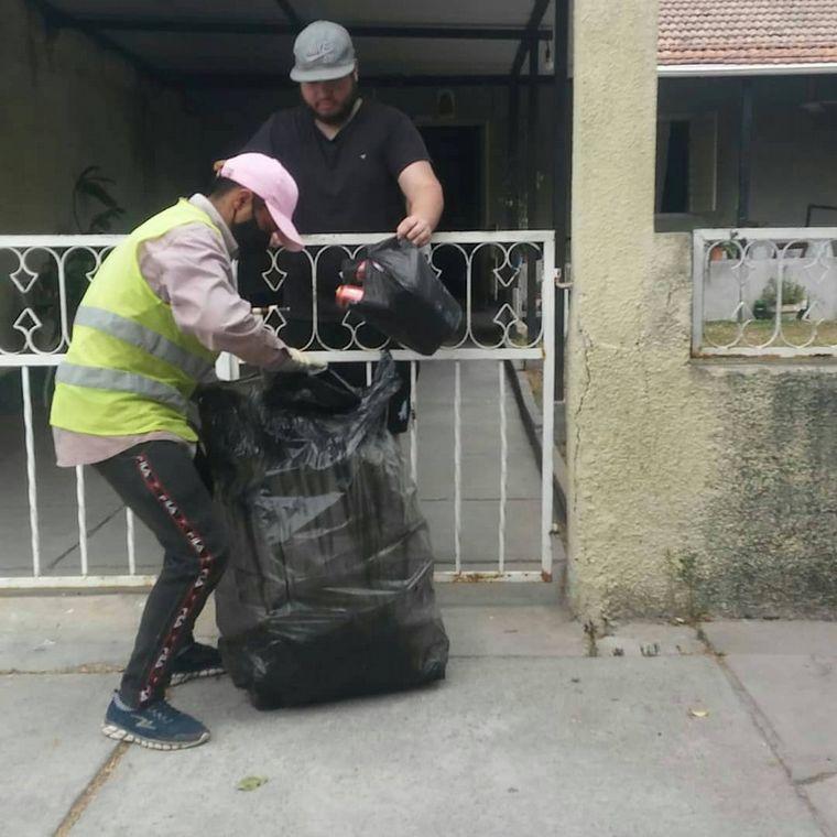 FOTO: Recolectan basura para hacer ladrillos ecológicos en Salta