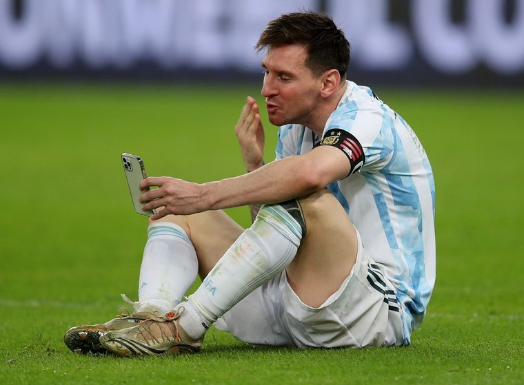 FOTO: Lionel Messi celebró por videollamada con su familia