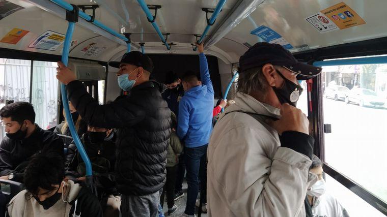 FOTO: Usuarios de colectivos denuncian incumplimiento de medidas
