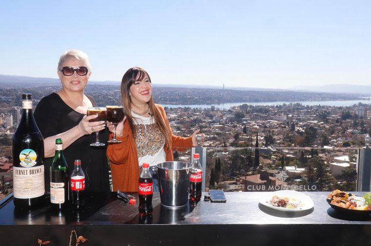 FOTO: Carmen Barbieri aprendió a preparar fernet en Club Montebello