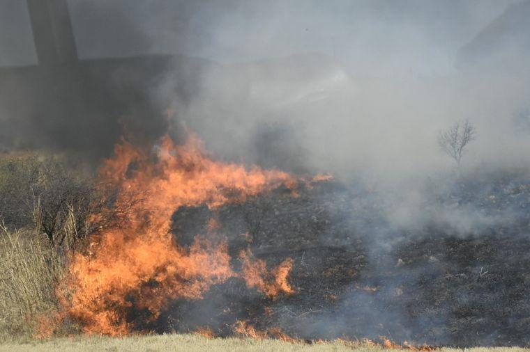 AUDIO: Bomberos controlaron tres incendios forestales en Córdoba