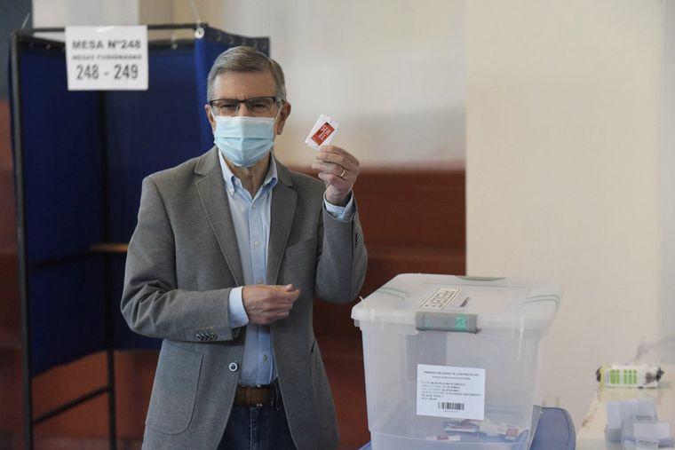 FOTO: Daniel Jadue, de Apruebo Dignidad, votó en las primarias