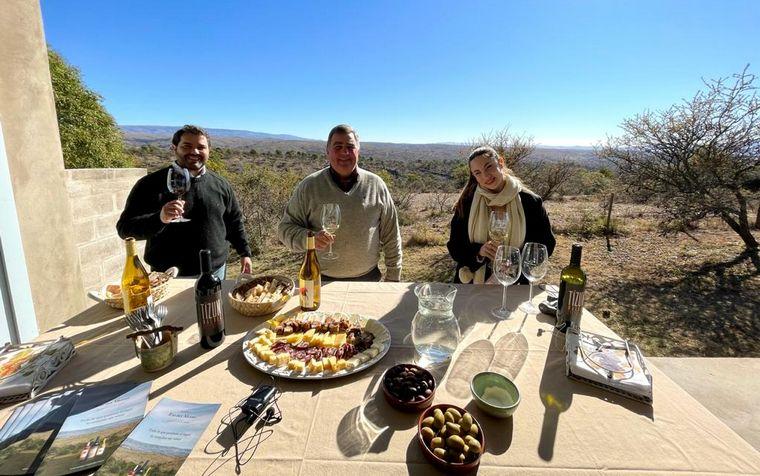 FOTO: Magui Bravi probó el vino cordobés de Bodega Río del Medio