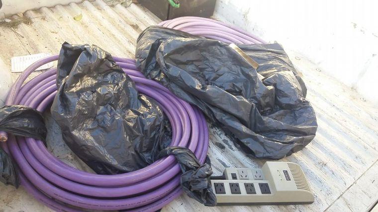 FOTO: Detuvieron a tres personas robando cables subterráneos