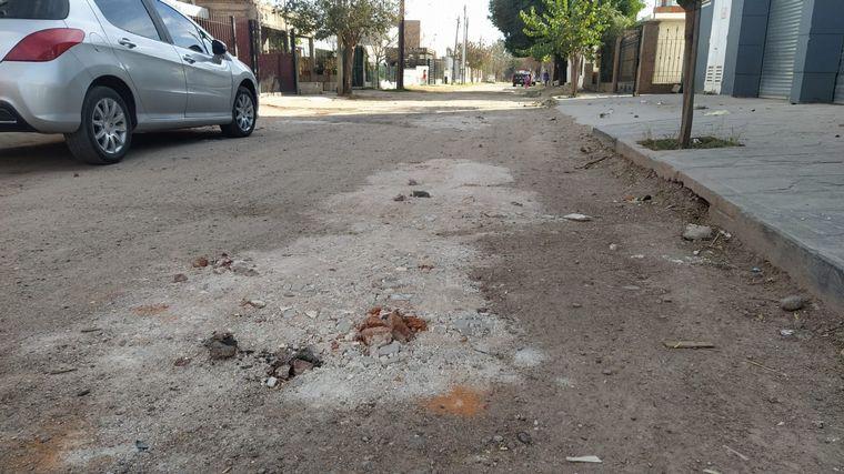 FOTO: Vecinos reclaman el arreglo de las calles hace 20 años