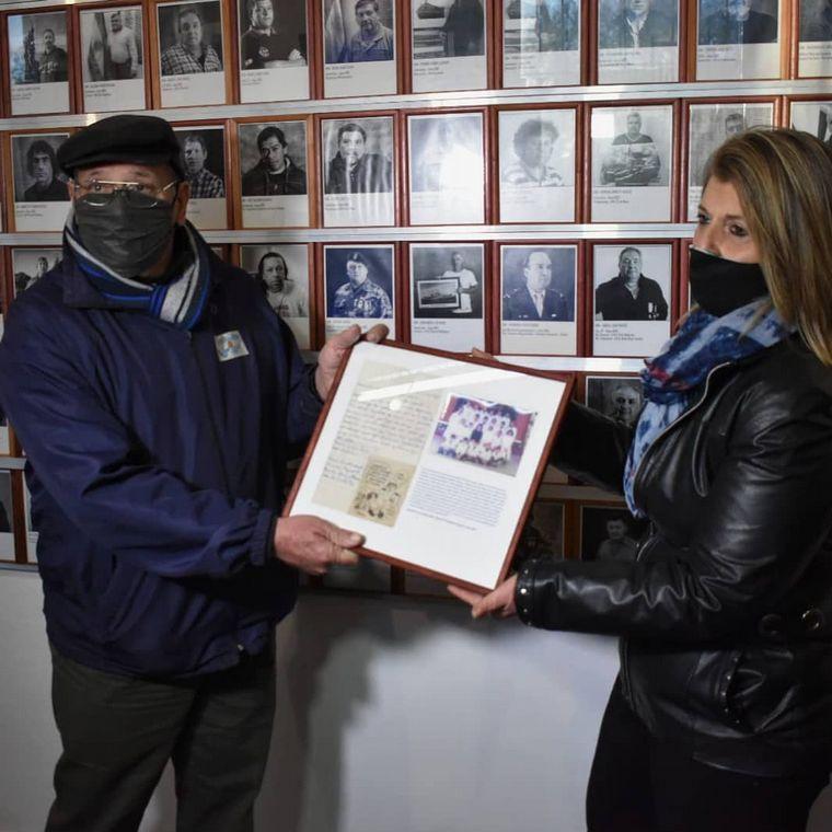 FOTO: Envió una carta a Malvinas y tuvo respuesta 39 años después