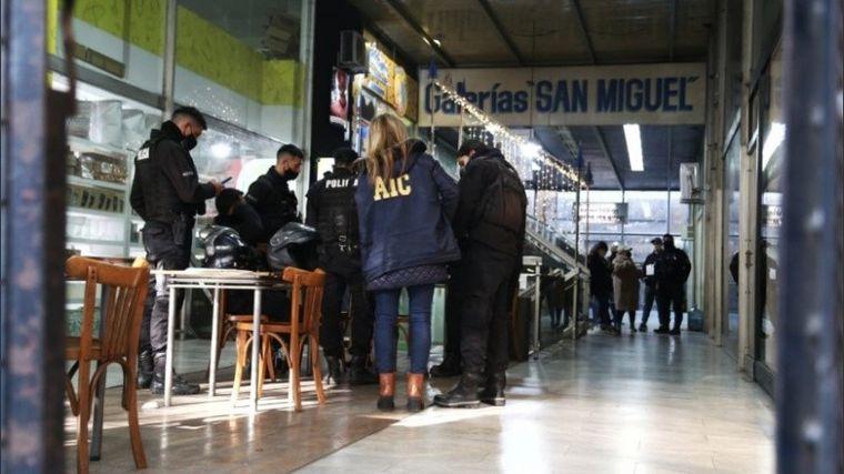 AUDIO: Rosario: ingresaron a una galería y vaciaron casi 20 locales