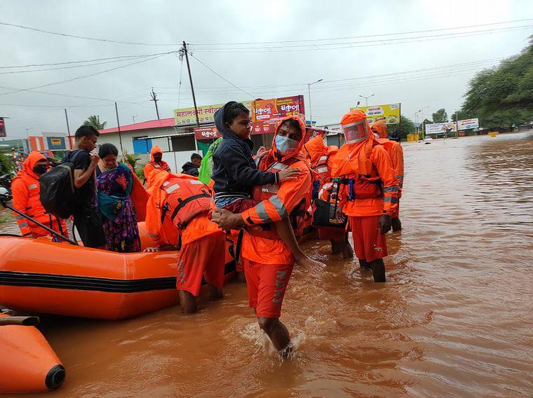 FOTO: Lluvias monzónicas dejan al menos 79 muertos en India