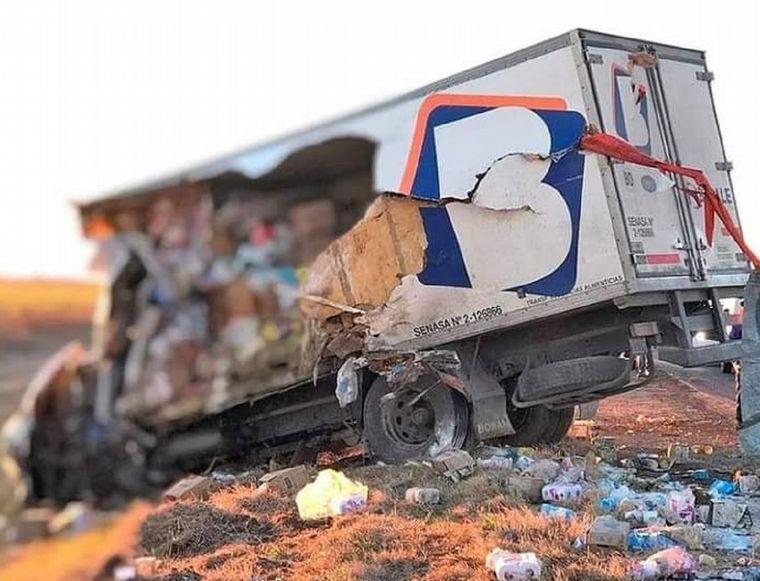 FOTO: Un muerto en choque entre dos camiones y un auto en ruta nacional 8