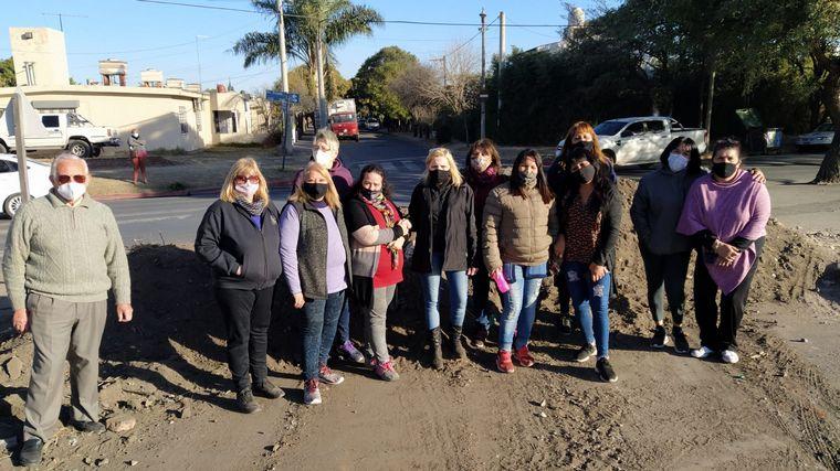 FOTO: Vecinos de Barrio Yofre I reclaman por cierre de paso nivel