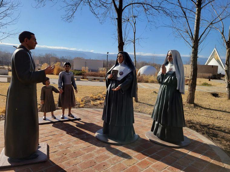 AUDIO: Inauguraron 5 nuevas estatuas en el Parque Brochero Santo