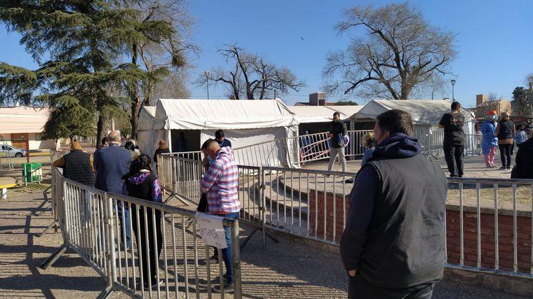 FOTO: Se realizan hisopados en barrio Los Naranjos.