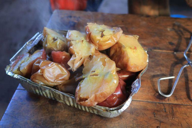 FOTO: El curanto y el chori-taco, dos platos para disfrutar en Colonia Suiza.