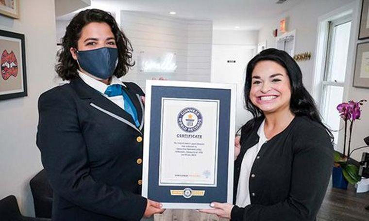 FOTO: Una mujer rompió el récord Guiness por la boca más grande