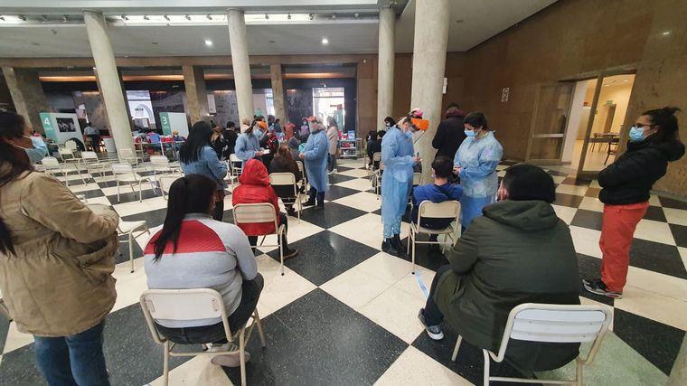FOTO: Córdoba comenzó a vacunar a menores.