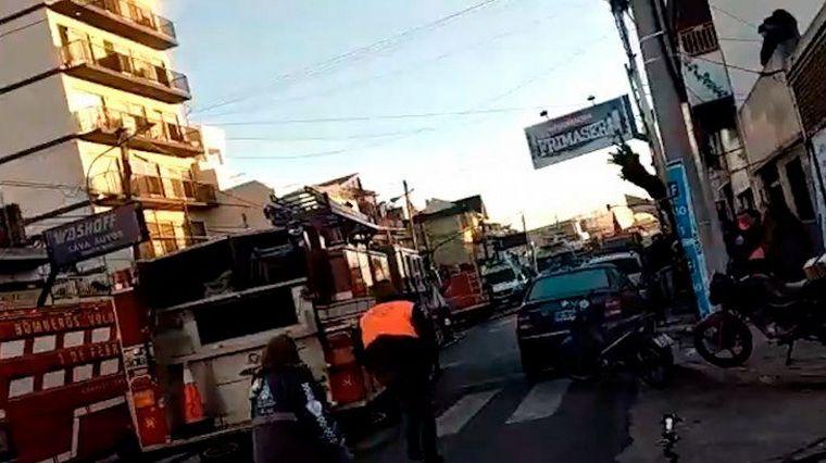FOTO: Tres bomberos murieron en un incendio en Caseros (Foto: Lucía Merle).