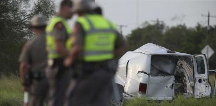 FOTO: Al menos 10 migrantes muertos en un choque en Texas.