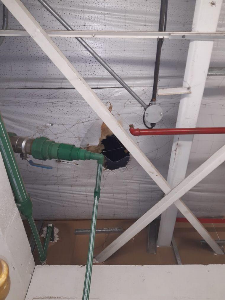 FOTO: Rompió el techo y robó en un Sodimac pero lo detuvieron