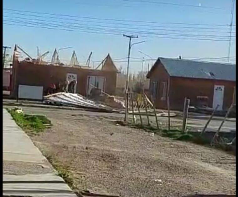 AUDIO: Temporal de viento provoca daños estructurales en Santa Cruz