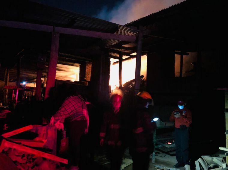 AUDIO: Un incendio afectó a una fábrica de macetas en Córdoba