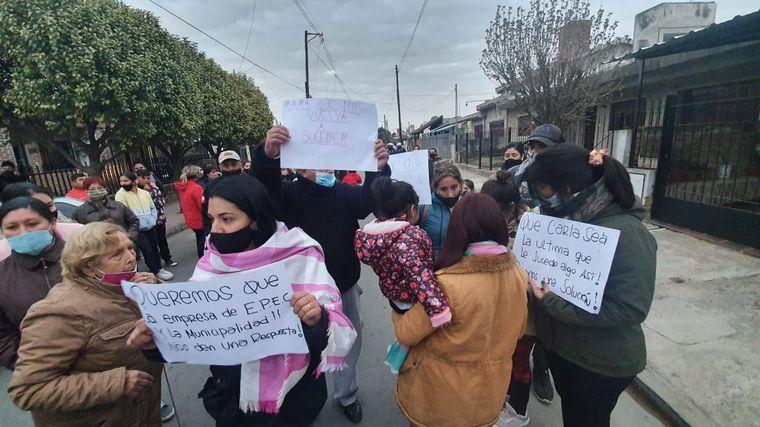 AUDIO: Córdoba: marcharon allegados de la joven golpeada por un poste de luz