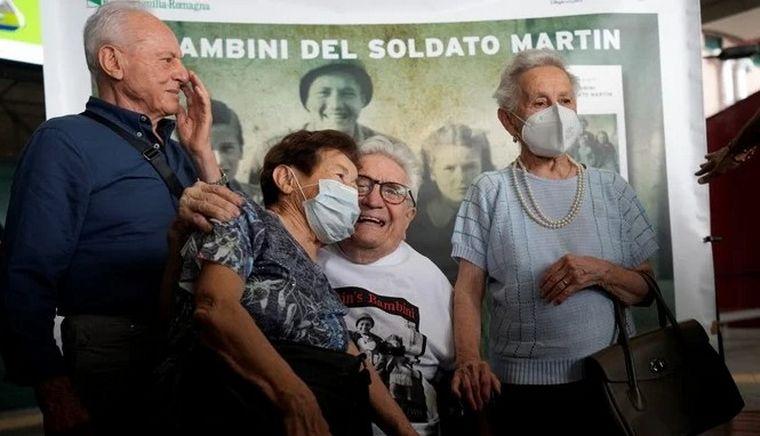FOTO: Salvó a 3 niños de los nazis y los reencontró tras 70 años