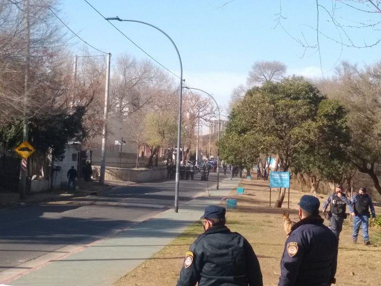 AUDIO: 3 detenidos y una herida tras cruce de vecinos del presunto ladrón muerto y policías