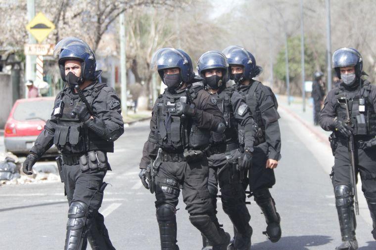 FOTO: Detuvieron a vecinos del presunto ladrón muerto