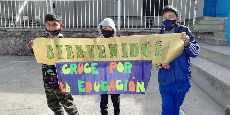 FOTO: El Cruce por la Educación llegó a la escuela Bernardino Rivadavia de Carlos Paz