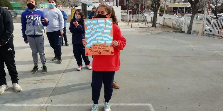 FOTO: El Cruce por la Educación llegó a la escuela Carlos Nicandro Paz