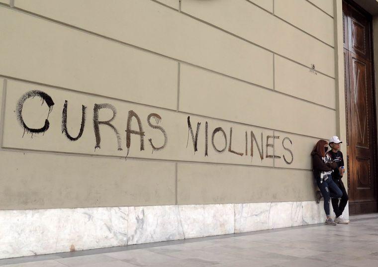 AUDIO: Pintan el Cabildo y la Catedral en Marcha del Gatillo Fácil
